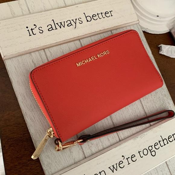 New MK Jet set lg phone case wallet 🍭